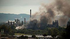 Desalojan un polígono en San Roque por un incendio en una fábrica