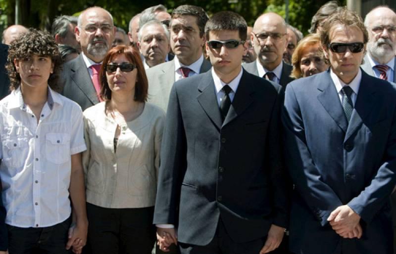 Homenaje a Eduardo Puelles en el Parlamento vasco