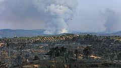 """Los bomberos alertan de la """"situación muy crítica"""" del incendio de Tarragona, que ha arrasado ya 5.500 hectáreas"""