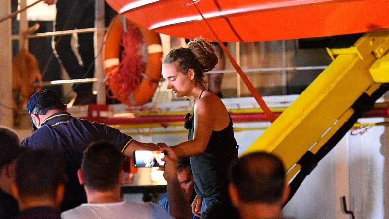 Arrestan a la capitana del barco Sea-Watch 3 tras atracar en Lampedusa sin permiso