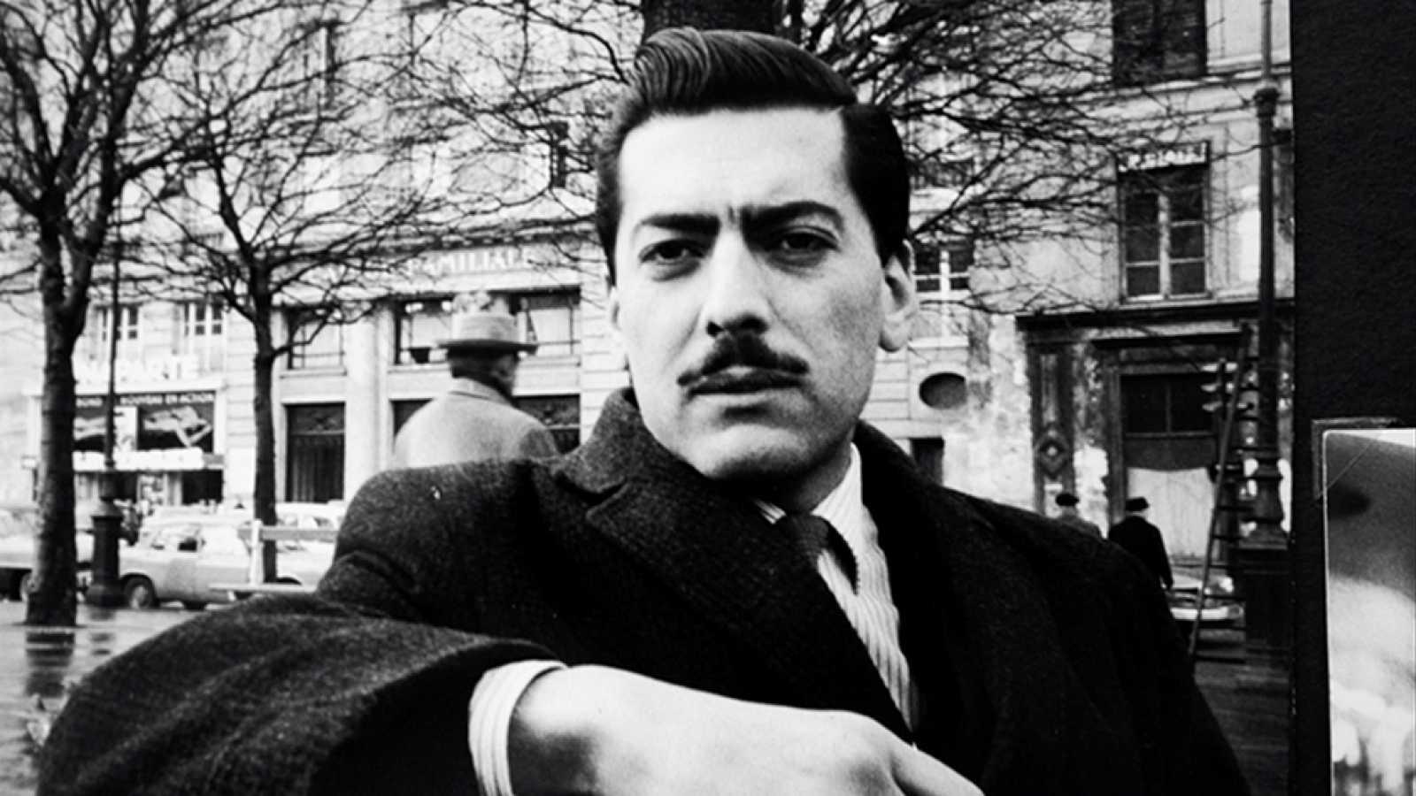 Imprescindibles - Mario Vargas Llosa, escribir para vivir: Mario y los perros - ver ahora