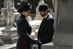Genoveva y Felipe se encuentran en el cementerio