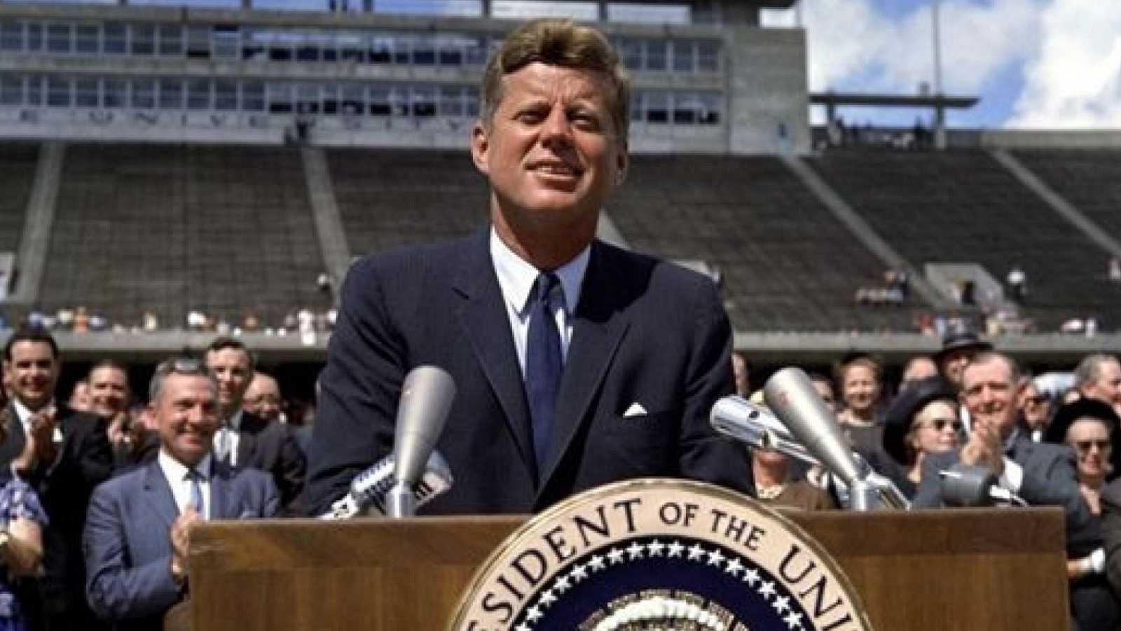 """""""Elegimos ir a la Luna. No porque sea fácil, sino porque es difícil"""". El 12 de septiembre de 1962, el presidente de Estados Unidos John F. Kennedy promeió que un astronauta estadonidense pisaría la Luna antes de que terminara la década. En julio de 1"""
