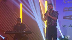 Víctor Algora canta