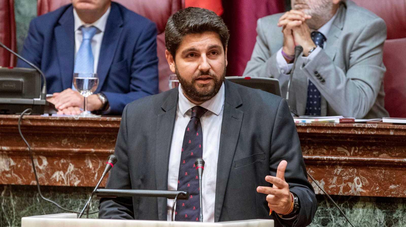 Vox frustra la investidura del 'popular' López Miras en Murcia por su desencuentro con Ciudadanos