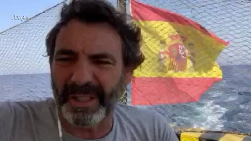 El capitán del Open Arms critica que la política pone vidas en peligro en el mar