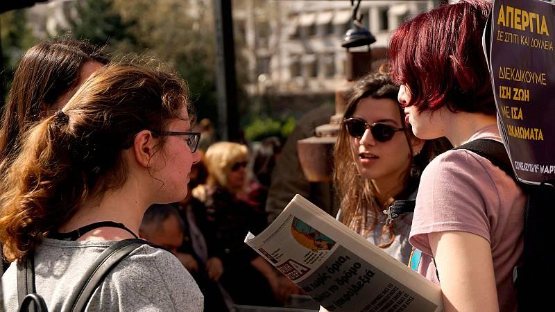 Jóvenes y pensionistas, entre los que más siguen sufriendo las consecuencias de la crisis en Grecia