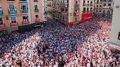 Un multitudinario chupinazo da comienzo a las fiestas de San Fermín 2019