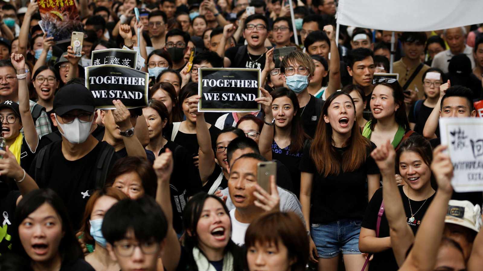 Miles de hongkoneses vuelven a la calle para protestar contra la ley de extradición