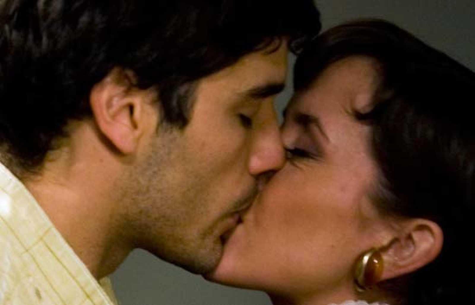 Amar - Alfonso se declara a Ana