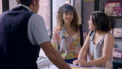 Servir y Proteger - Damián se alegra de ver a Marga tan feliz