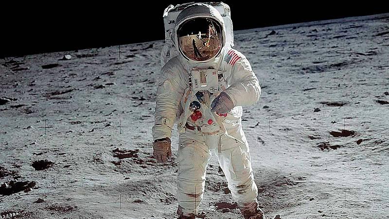 El 20 de julio de 1969, el ser humano llegó por vez primera en la Luna. La misión Apollo 11 de la NASA coronaba su objetivo cuatro días después de su lanzamiento desde el Centro Espacial Kennedy de Florida. Se trataba del segundo viaje humano al saté