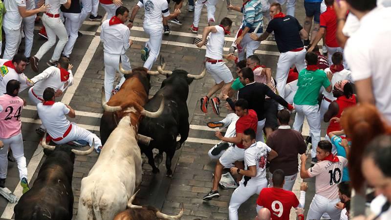 Séptimo encierro de San Fermín frenético y limpio con los toros debutantes de La Palmosilla