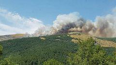 La orografía dificulta las labores para controlar el incendio en Sotillo de la Adrada, en Ávila