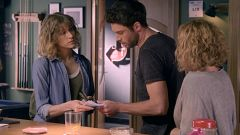 Servir y Proteger - Silvia descubre que Elvira ha repartido billetes falsos