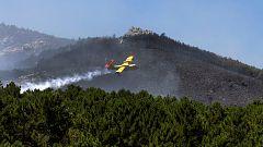 Los incendios en Almería y Ávila siguen activos aunque la climatología favorece su extinción