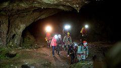 Primeras imágenes de las tres espeleólogas que se perdieron en la cueva cántabra Cueto-Coventosa