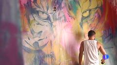 El pintor gaditano Adrián Torres dedica parte de su tiempo a dar color a vidas oscuras