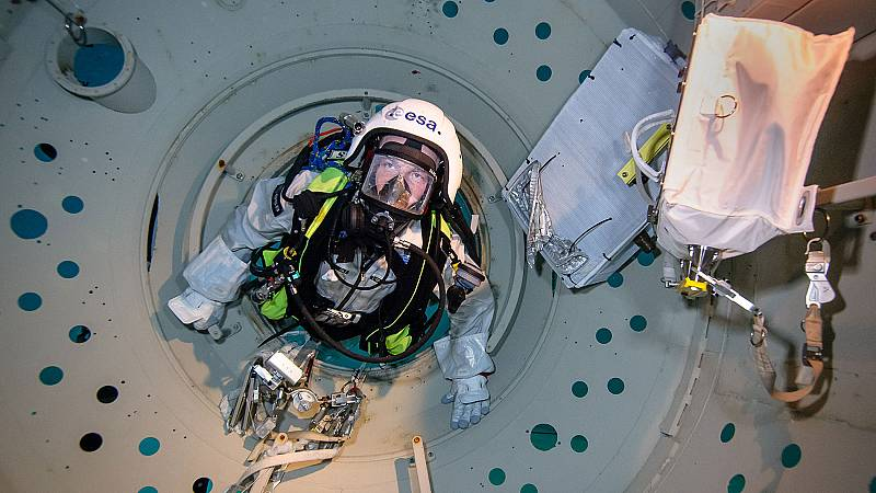 TVE viaja al centro de formación de la Agencia Espacial Europea en Colonia (Alemania) para conocer qué instrucción reciben los futuros astronautas.