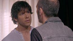 Servir y Proteger - Santos Mercader le confiensa un secreto a Luis