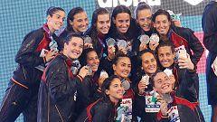 La selección española femenina de waterpolo recibe la medalla de plata mundial