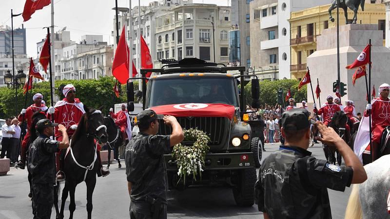 Túnez despide al presidente Essebsi