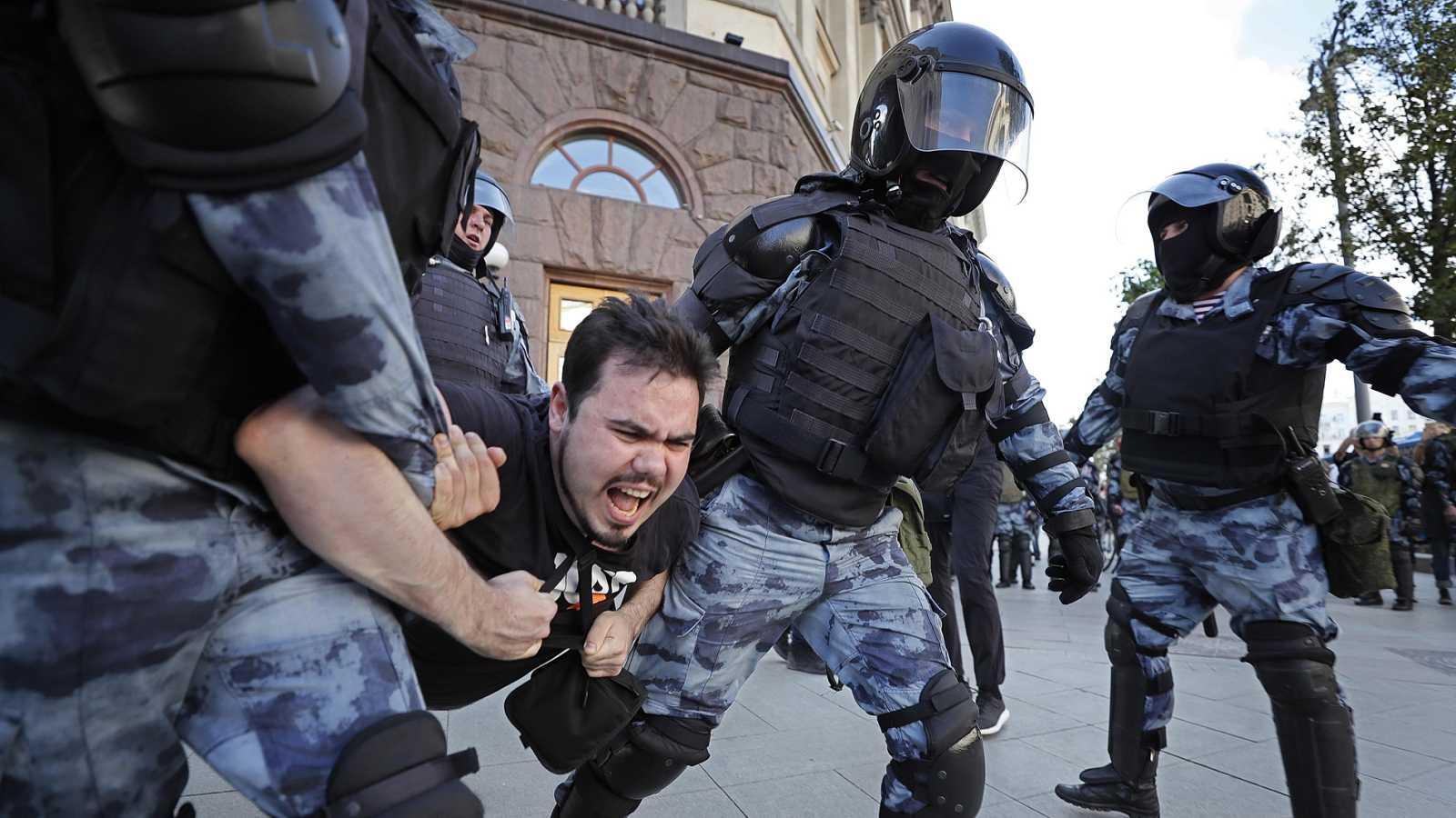Más de mil detenidos en una manifestación de la oposición en Moscú para reclamar elecciones libres