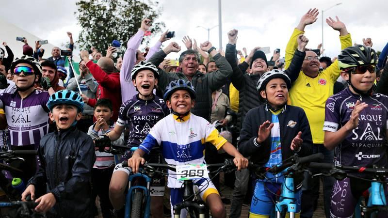 Zipaquirá, situada a unos 45 kilómetros de Bogotá y patrimonio histórico, cultural y religioso de Colombia, vibró este domingo con la etapa que consagró a Egan Bernal como el primer latinoamericano en proclamarse campeón del Tour de Francia, la carre