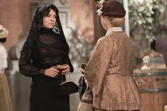 Susana indaga sobre Marcia con Genoveva
