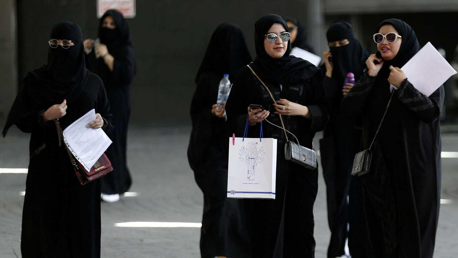 Arabia Saudí cambia sus normas para permitir que las mujeres puedan viajar sin un hombre
