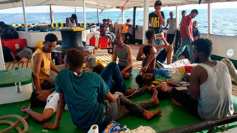 121 personas que huían de situaciones de guerra, pobreza y esclavitud rescatadas por el Open Arms - ver ahora