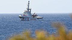 """El Open Arms, en aguas italianas: """"Saben que aún no hay puerto para ellos, pero ver tierra firme les calma"""""""