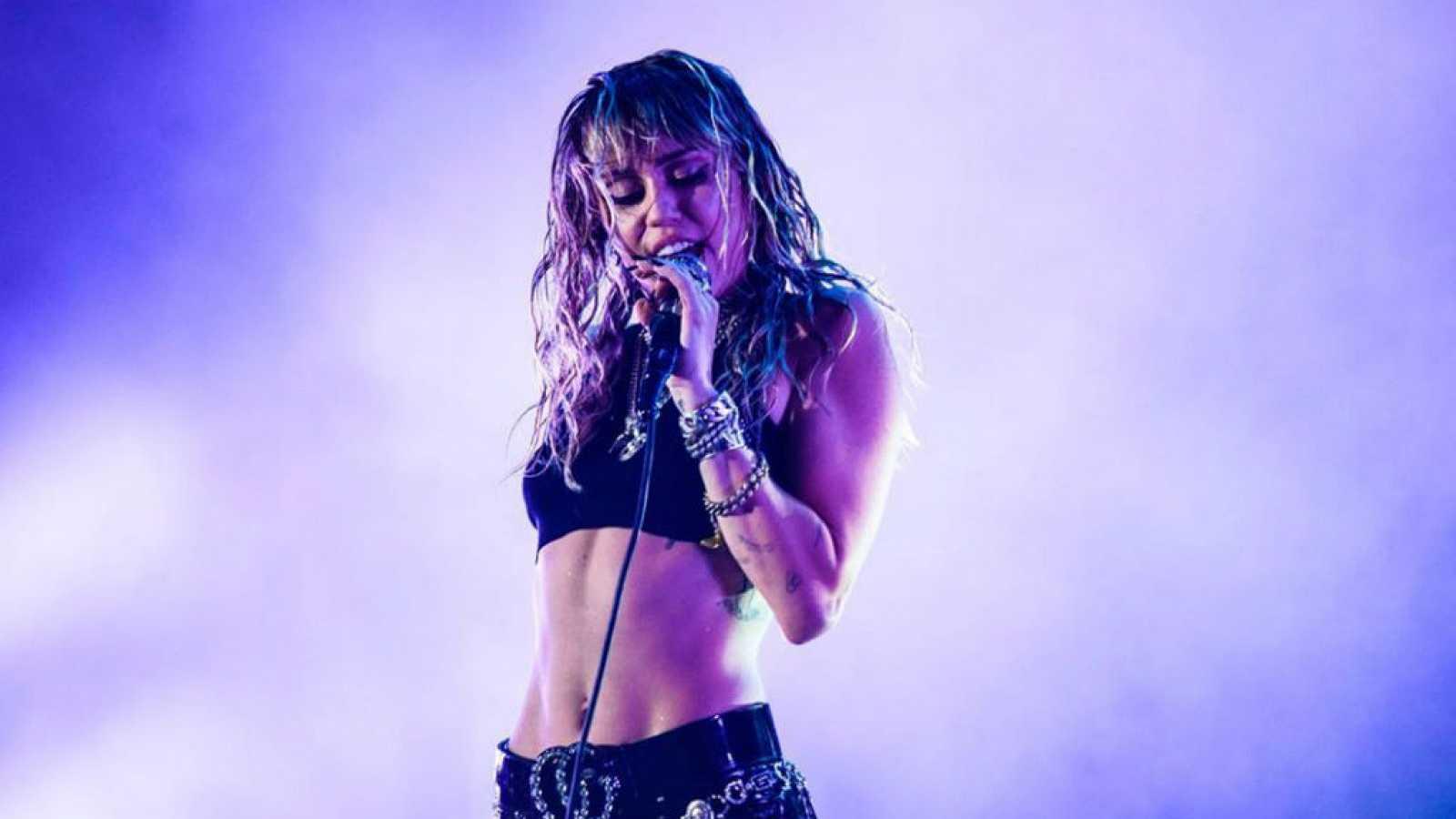 Corazón - La última canción de Miley Cyrus: ¿sobre su ruptura con ...