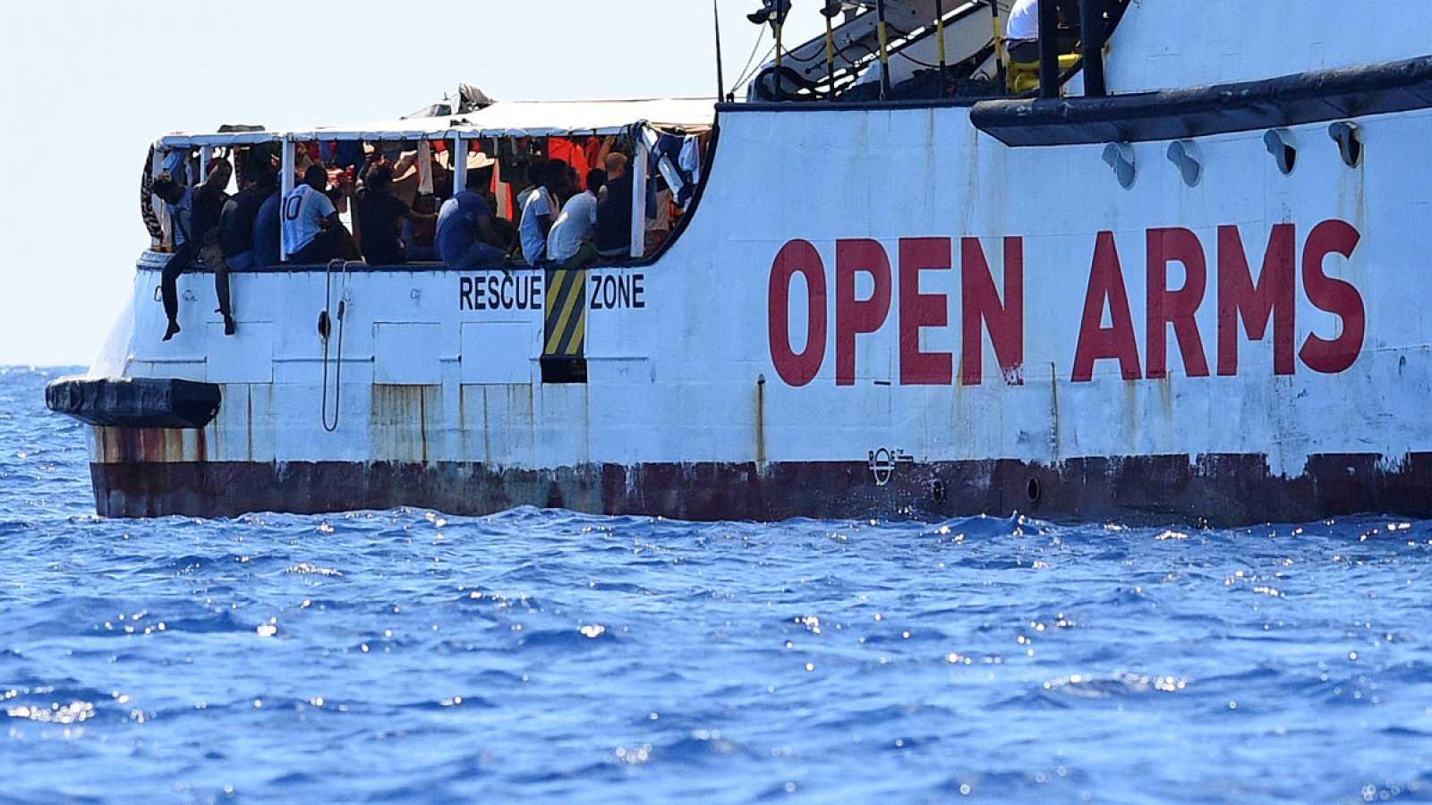La desesperación cunde en el Open Arms al permanecer bloqueado frente a Lampedusa