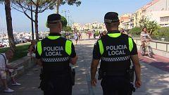 La policía local de Cambrils ha incrementado las medidas de autoprotección tras los atentados de hace dos años