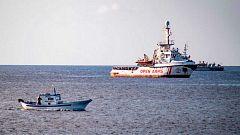 El 'Open Arms' deja en manos de España e Italia el traslado de todos los migrantes para llevarlos a un puerto español