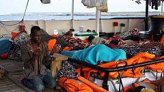 Los 107 migrantes del 'Open Arms' esperan ser trasladados a tierra tras 18 días en el mar
