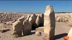 El dolmen de Guadalperal, al descubierto por la bajada del nivel de las aguas del Tajo