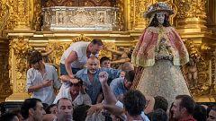 """La mañana - La Virgen del Rocío sale de su ermita para """"El Rocío chico"""""""