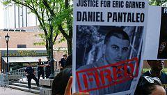Nueva York despide al policía que mató a Eric Garner