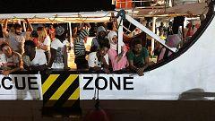 Termina la odisea del Open Arms con el desembarco de los migrantes en Lampedusa