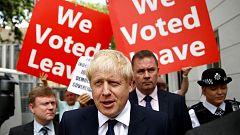 Boris Johnson llega a Berlín con la amenaza de un 'Brexit' sin acuerdo