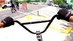 En bicicleta, cuesta abajo y sin frenos