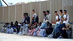 Lampedusa, lugar de paso de los migrantes que se mezclan con los turistas