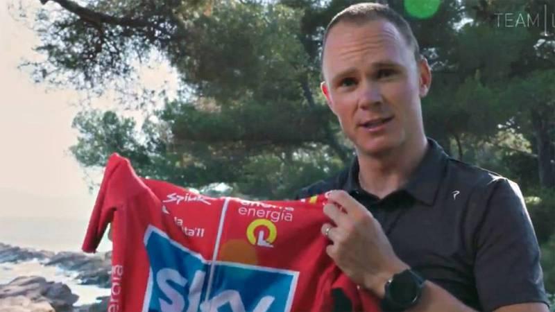 El ciclista británico, convaleciente aún de su lesión, ha podido recibir el maillot de líder que le corresponde después del positivo de Juanjo Cobo.