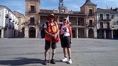 La mañana - Juan y Caty, de 85 y 79 años, caminan 120 kilómetros en señal de protesta