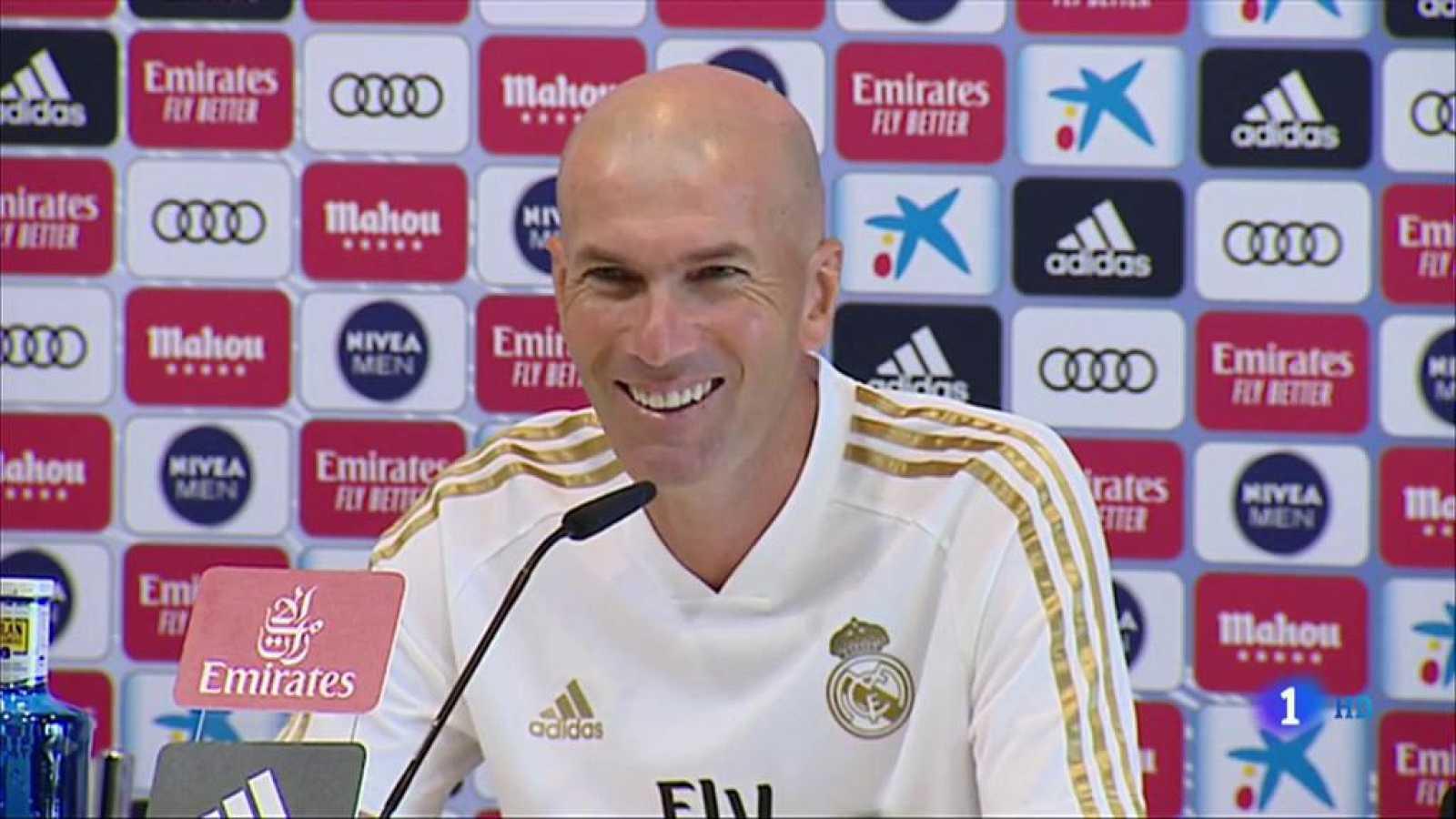 """El entrenador del Real Madrid, el francés Zinedine Zidane no dio pista alguna sobre el presunto interés del club en incorporar al brasileño Neymar, no respondió tampoco a las preguntas sobre el tema, y expresó solo su deseo de que """"llegue el día 2 p"""
