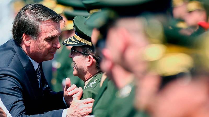 Bolsonaro ordena que las Fuerzas Armadas brasileñas se unan a las labores de extinción de los incendios en la Amazonia