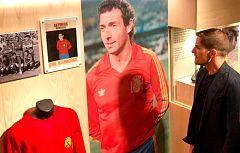 España homenajeará a Quini en su encuentro ante las Islas Feroe