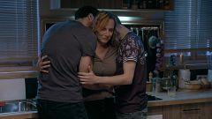 Servir y Proteger - Elvira sufre un ataque delante de Álvaro y Ricky